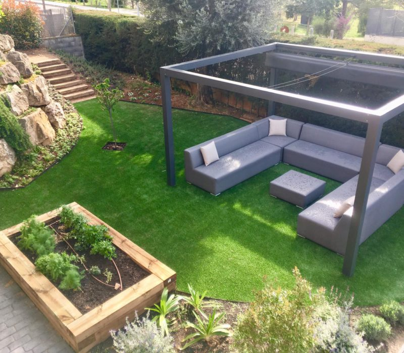 jardin terraza con sofa chill out